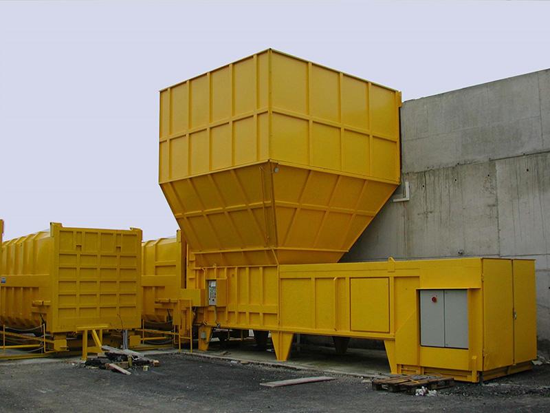 Werner Weber Transferstationen - Transferstation besteht aus einer Hochleistungs-Presse, einem Verschiebesystem für die Pressbehälter, einem Übergabetrichter